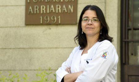 """Infectóloga UCHILE Claudia Cortés por COVID-19: """"Lo importante de seguir las medidas que se van tomando es porque necesitamos bajar o aplacar la curva"""""""