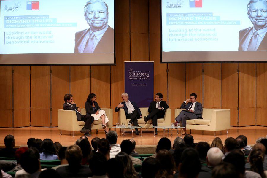 2019-12-19 Charla FEN UCHILE Premio Nobel Economía Richard Thaler (43)