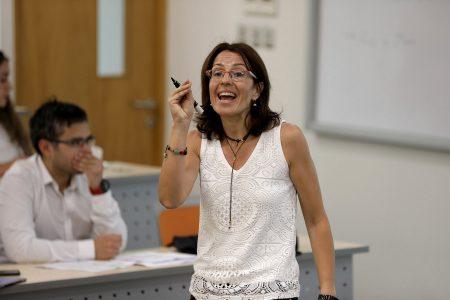 Susana Alonso Bonis, Ph.D. en Ciencias Económicas y Empresariales, Universidad de Valladolid, España.