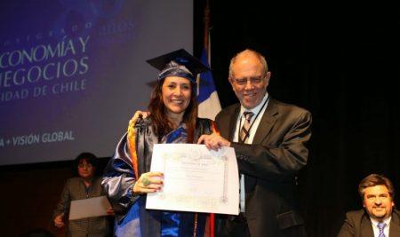 Presidente de la República y Senado eligen a graduada del Doctorado en Economía como nueva comisionada de la CMF
