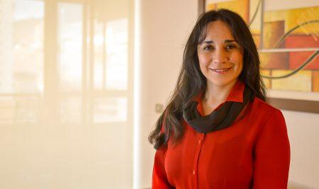 """Jorssy Álvarez, Gerenta de Administración y Finanzas en Fundación Minera Escondida: """"El Magíster en Control de Gestión me aportó en todas las líneas de trabajo en las que me desempeño"""""""