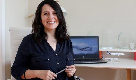 """Tamara Sanhueza: """"El Magíster en Control de Gestión me ayudó a entender y darle mucho más sentido a la labor que realizo hoy en Latam Airlines"""""""