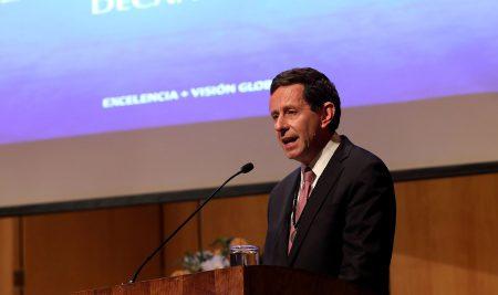 Decano De Gregorio lidera ranking Latam y el Caribe y está dentro de los tres economistas chilenos más citados del mundo